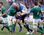 Ireland captain Paul O'Connell tackles his Italian counterpart Sergio Parisse Credit: ©INPHO/Matteo Ciambelli