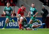 Ian Keatley gets his pass away in the build-up to Munster's penalty try which he converted himself Credit: ©INPHO/Dan Sheridan