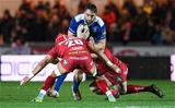 The Scarlets defenders close in on Jack Conan, Leinster's strong-carrying number 8 Credit: ©INPHO/Craig Thomas